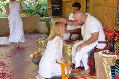 tantric meditation - Liisa receives an initiation from her teacher, Somananda